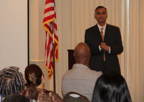 Dr. Reddy speaking at a Diabetes Conference with participants from the Eat This, Lose That Program. (January 7, 2012)